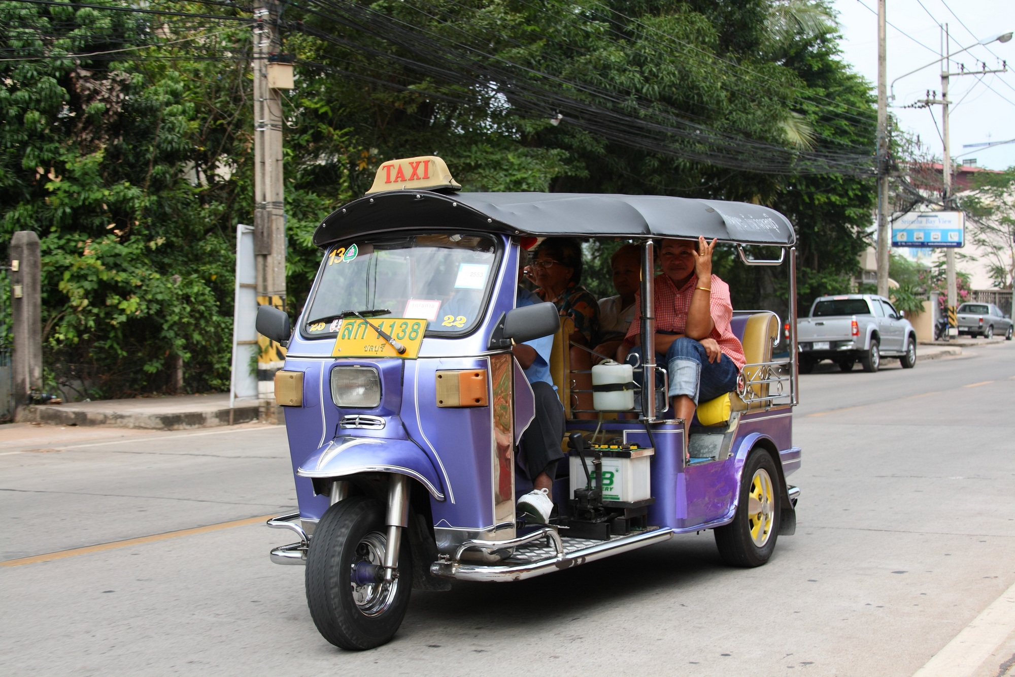 tuk-tuk_in_sri_racha_01